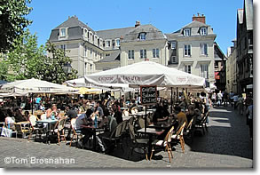 Caf�-restaurants in the main square, Tours, France