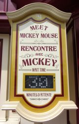 Waiting for Mickey, Disneyland Paris