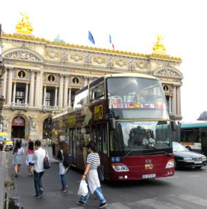 Big Bus Paris in front of Opéra