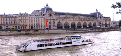 Boat in front of Musée d'Orsay, Paris