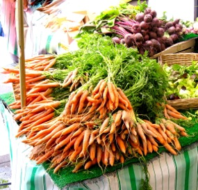 Carrots and beets, Raspail market, Paris