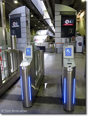 Grandes lignes ticket turnstiles, Gare Montparnasse, Paris, France